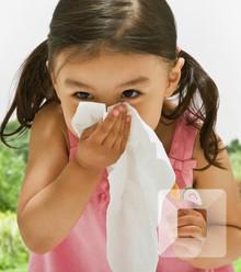 3e2d5e child sneezing 1600x800 x220