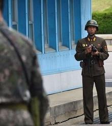 Fdc8a1 dmz north korean soldiers x220