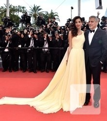 Bc1514 for the premiere of money monster star george clooney showed up with his wife amal x220