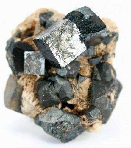 A92071 perovskite mineral 2 1200x822 x220