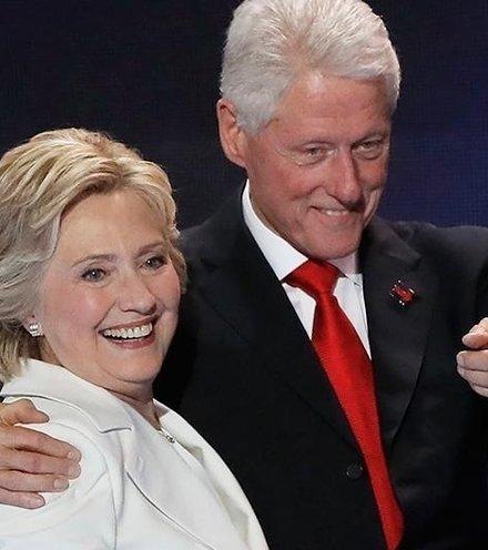 389557 hillary clinton bill clinton lucky politicians x220
