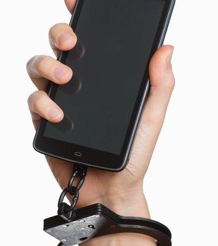 32a748 handcuffed to smart phone x220