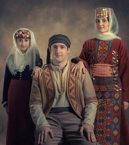 0207f1 armenian family x220