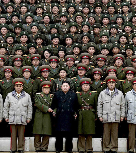 D82549 kim jon un with soldiers x220