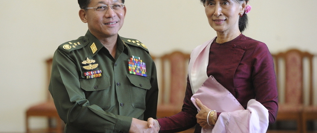 20812d aung san su kyi and army chief h678