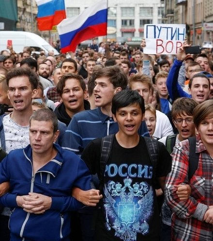 D59b27 russia pension protests x220