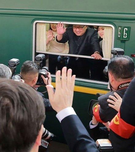 Ad6774 kim jong un in train x220