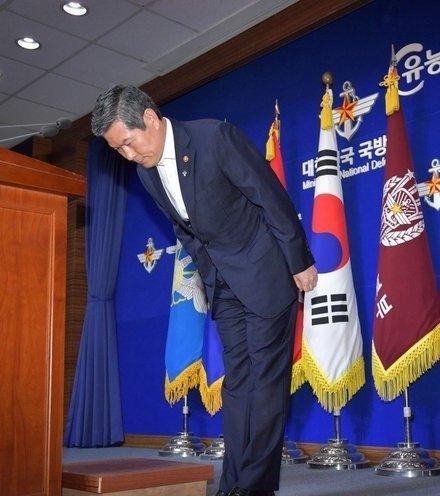 7c8c6f s korea minister apology x220