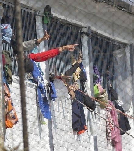 9124c7 columbia prison riot x220