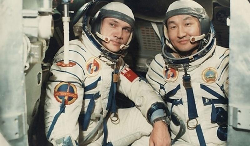 Өнөөдөр монгол хүн сансарт ниссэний 39 жилийн ойн өдөр