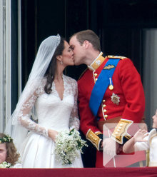 3837ae april 2011 kate william shared kiss balcony x220