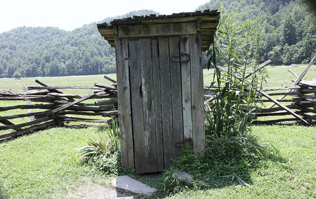 F29c24 the outhouse donna walker h450