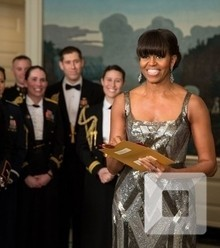 257d92 in this 2013 picture mrs obama announces the best picture oscar to argo live from the diplomatic room of the white house x220