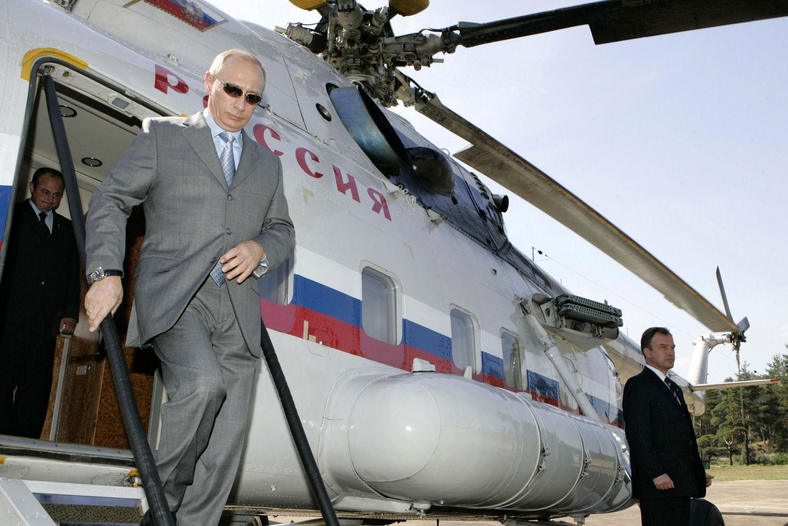 На Москву распыляют раствор, а для пожилых ввели комендантский час.