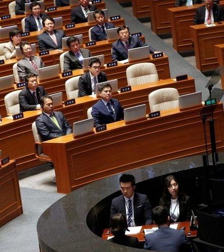 02e618 trump south korean parlament x220