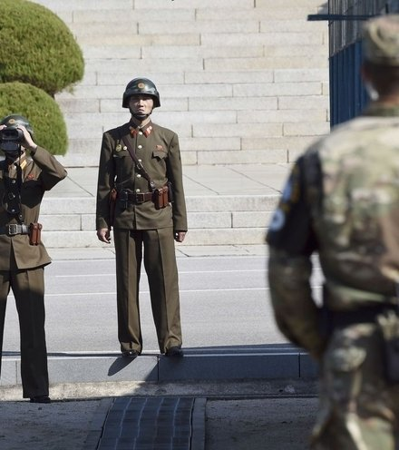 076fd5 north korean soldier dmz x220