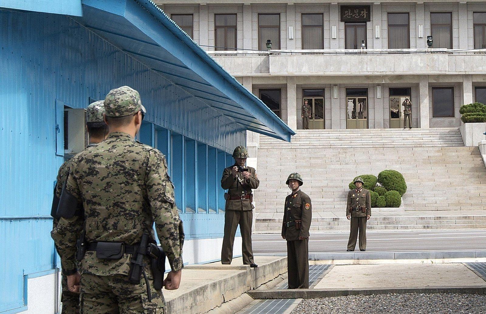BTS хамтлагийн гишүүд цэргийн албанаас чөлөөлөгдөх боломжгүйг Өмнөд Солонгосын соёлын сайд мэдэгджээ