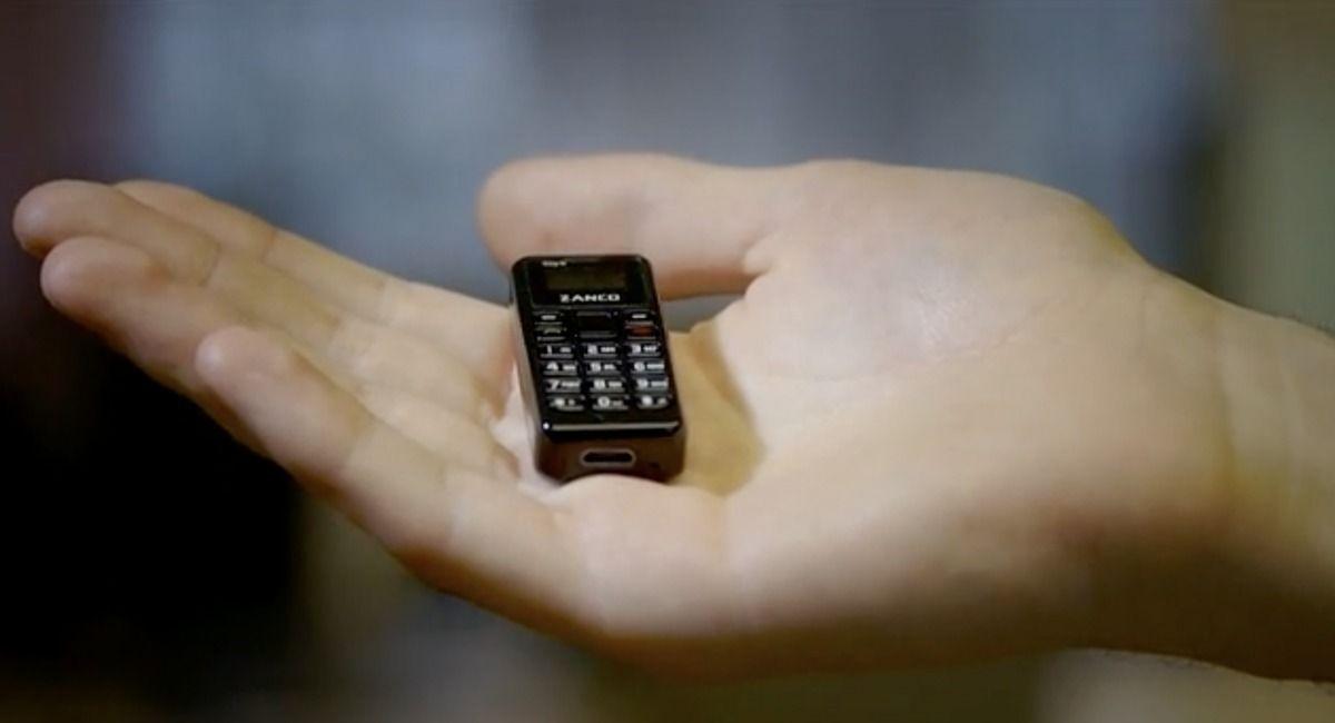 Дэлхийн хамгийн жижигхэн гар утас эрэлттэй байна