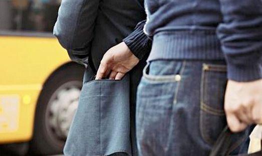 Хуулиар бага хэмжээний хулгай хийвэл гэмт хэрэг биш зөрчил гэж үзэх нь халаасны хулгайчдыг өөгшүүлж байна