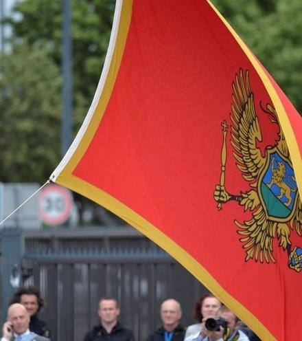 52b381 montenegro flag x220