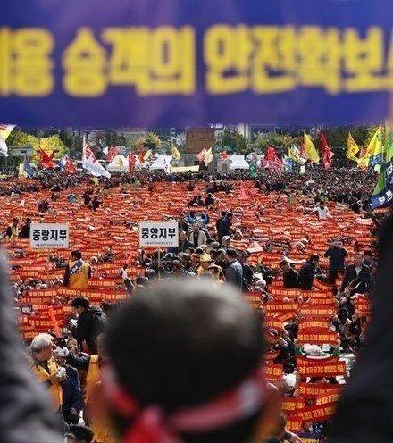 Abdb1e taxi protest seoul x220