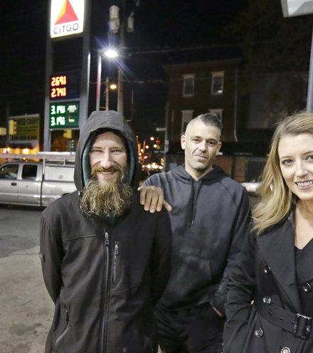 B84360 homeless story x220