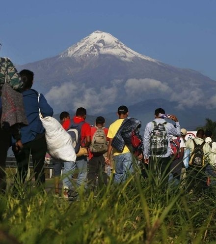 605587 migrant caravan in mexico x220