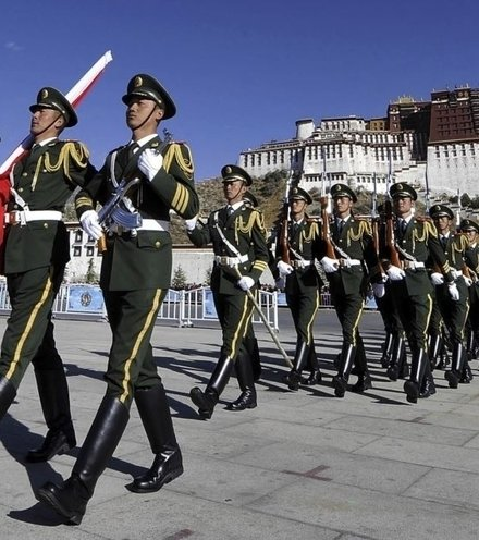 64c703 tibet chinese soldiers x220