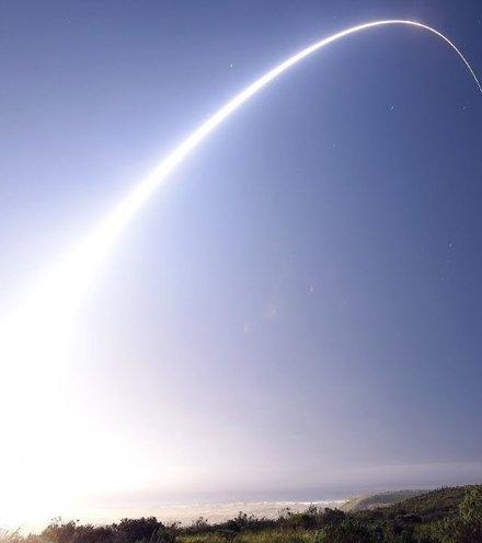 E859f9 us missile test 2 x220