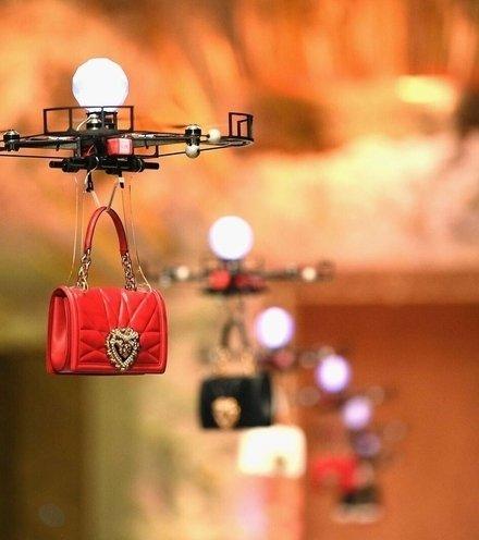 70d31f dolce gabbana drone show x220