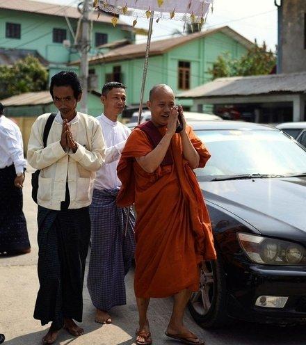 C3abd0 myanmar monk x220