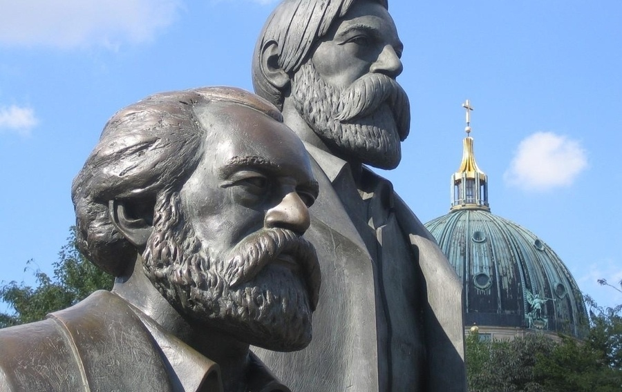 436e7e monument to marx and engels h450