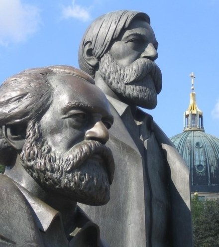436e7e monument to marx and engels x220