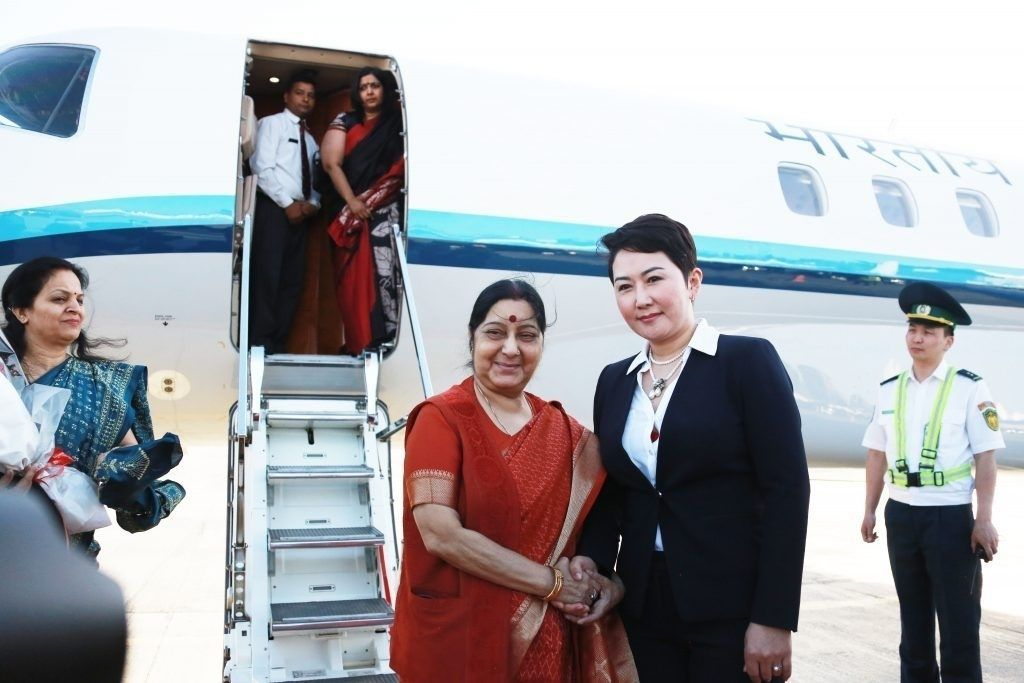 Энэтхэг Улсын Гадаад хэргийн сайд Сушма Свараж Монгол Улсад хүрэлцэн ирлээ