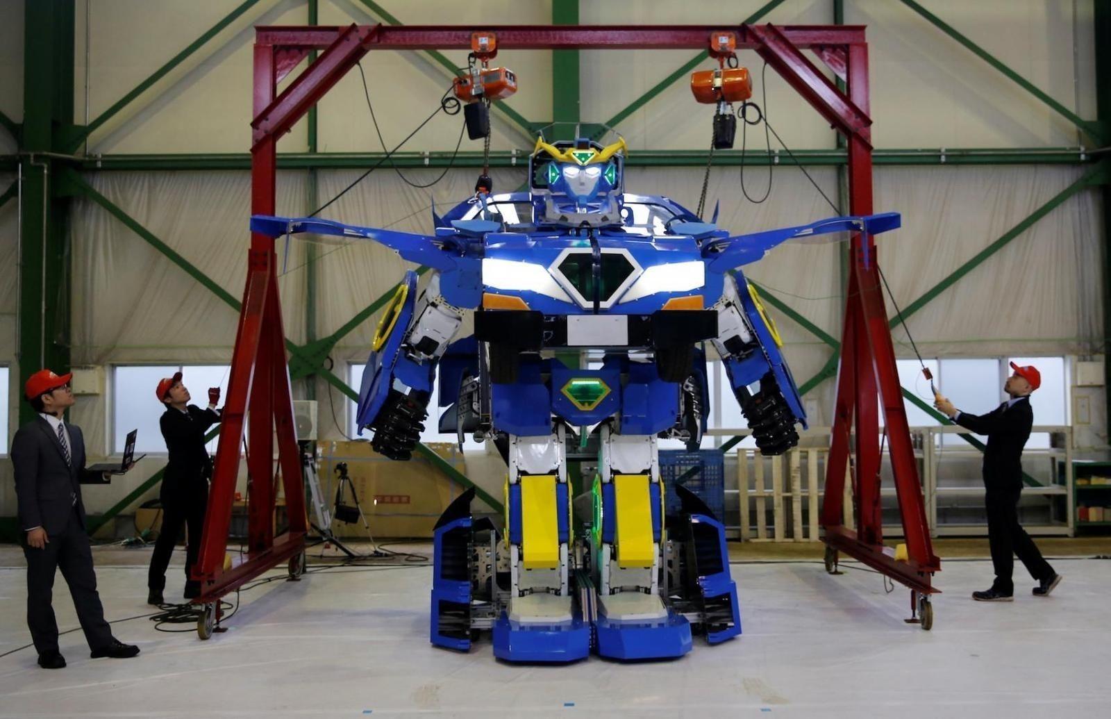 Япончууд автомашин болж хувирдаг робот бүтээжээ
