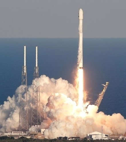 F153a0 spacex falon 9 block 5 x220