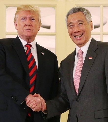 Ec9909 trump and lee hsien loong x220