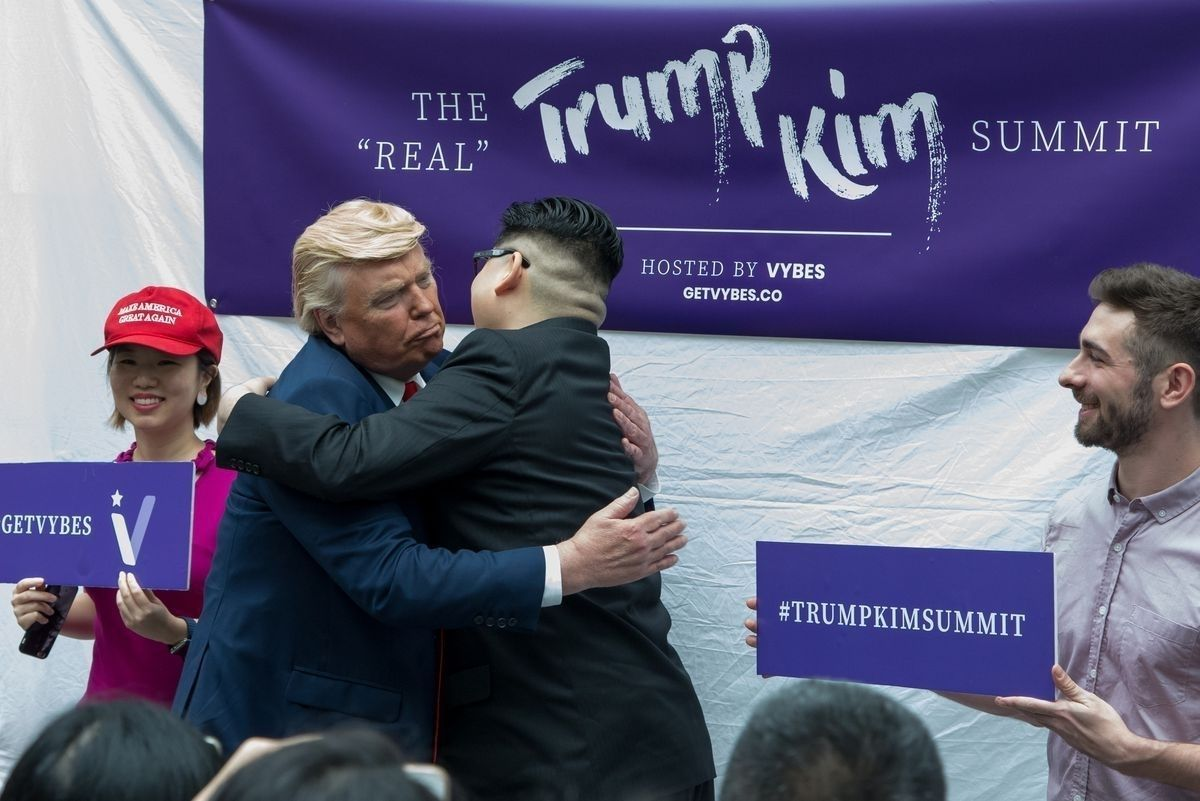 f43004_6_x974 Хуурамч Трамп, Ким нар Сингапурт түрүүлж уулзжээ