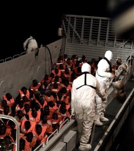 6ae7e0 african migrants at aquarius x220
