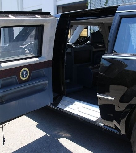E74a83 the beast limousine x220