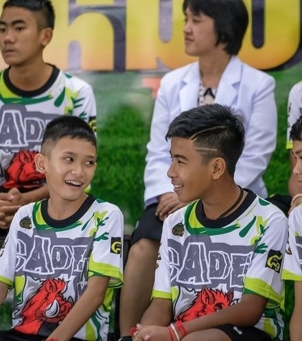 F413b4 thai boys press conference x220