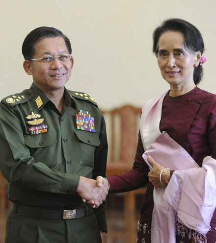 20812d aung san su kyi and army chief x220
