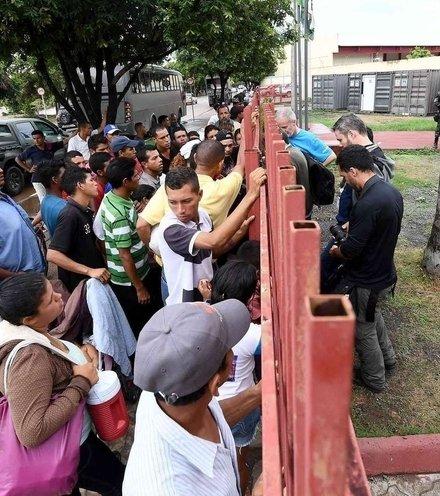 9a8a5c venezuelian migrants x220