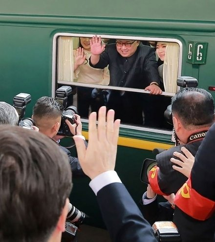 Ad6774 kim jong un in train x220