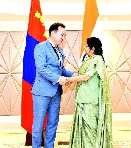 Dedb1d external affairs minister sushma swaraj meets 770277 x220