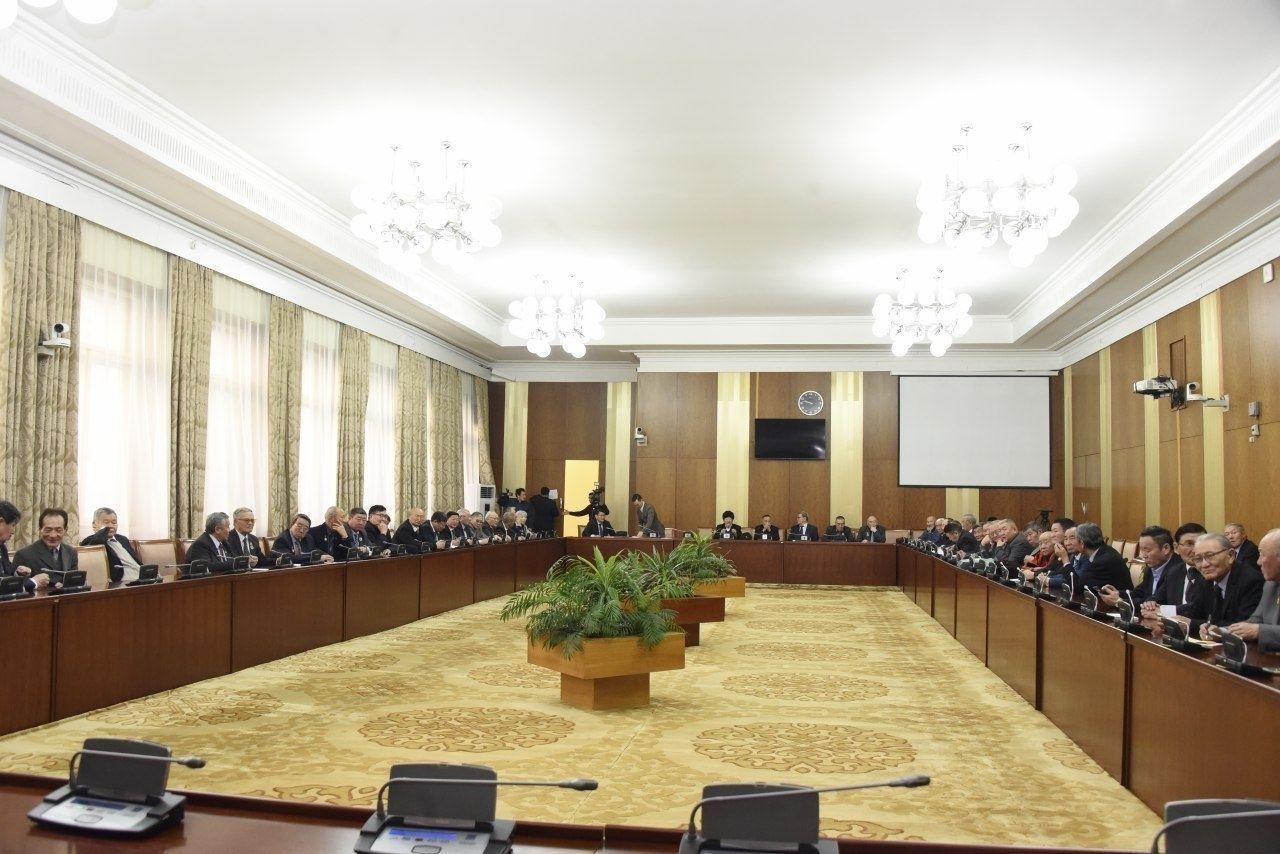 Ардчилсан шинэ Үндсэн хууль батлагдсаны 27 жилийн ойг тохиолдуулан АИХ-ын депутатууд чууллаа