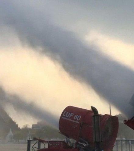 Db9ed8 waterkanonnen ingezet tegen luchtvervuiling in bangkok x220