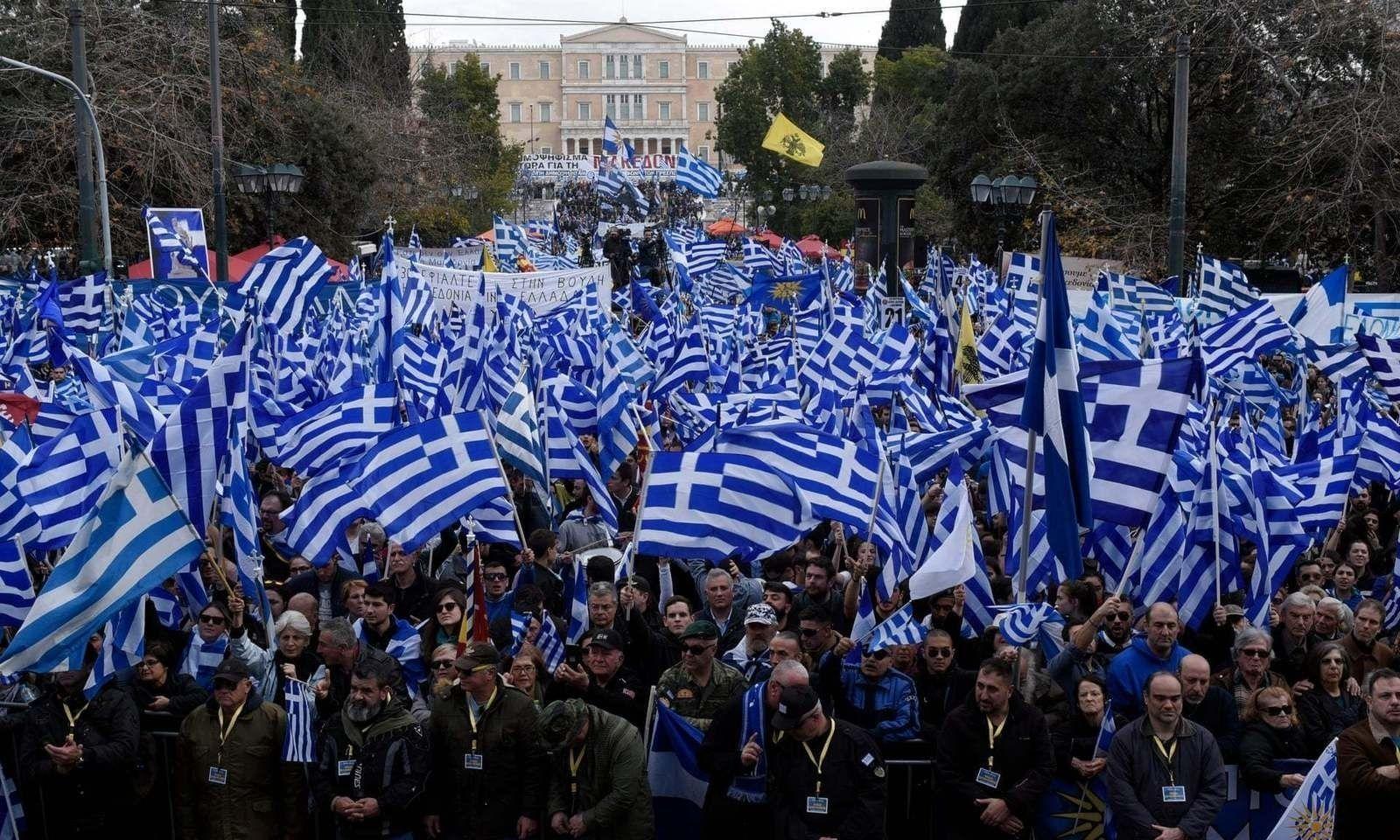 Македон улсын нэрний өөрчлөлтийг эсэргүүцэж, олон мянган Грекчүүд жагслаа