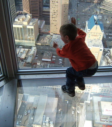 A8800a a leaning child s view through a skyscraper s window and glass floor x220