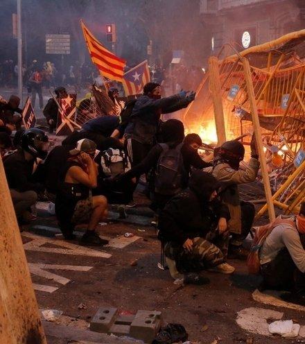 31bd02 catalonia protest x220